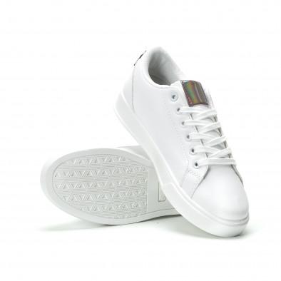 Γυναικεία λευκά sneakers με γυαλιστερή λεπτομέρεια it250119-97 4