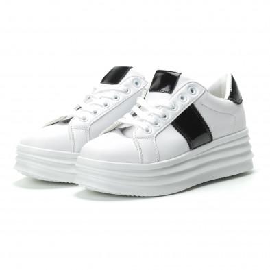 Γυναικεία λευκά sneakers με λεπτομέρειες από λουστρίνι it250119-83 3