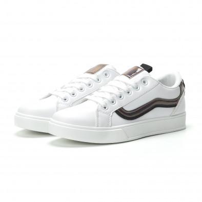 Γυναικεία λευκά sneakers με γυαλιστερή λεπτομέρεια it250119-97 3