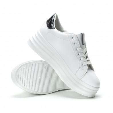 Γυναικεία λευκά sneakers με λεπτομέρειες από λουστρίνι it250119-83 4