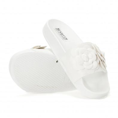 Γυναικείες λευκές παντόφλες με διακοσμητικά λουλούδια it230418-22 4