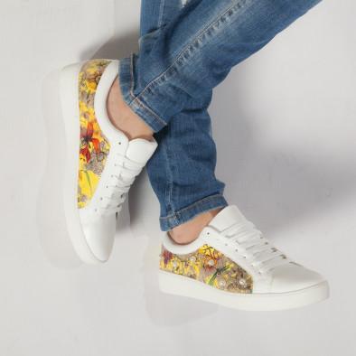 Γυναικεία λευκά sneakers από οικολογικό δέρμα με πέρλες και κίτρινα μοτίβα it240118-54 2