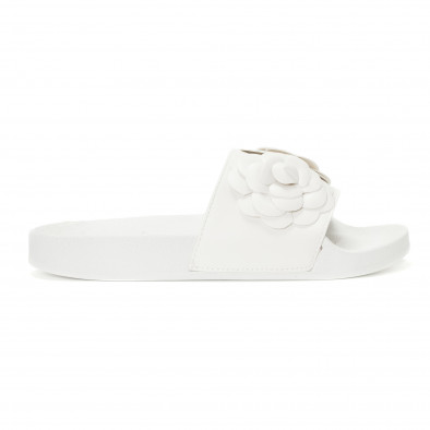 Γυναικείες λευκές παντόφλες με διακοσμητικά λουλούδια it230418-22 2