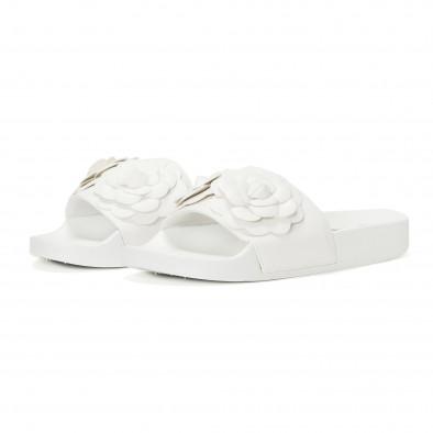 Γυναικείες λευκές παντόφλες με διακοσμητικά λουλούδια it230418-22 3