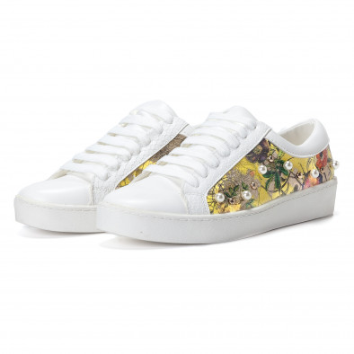 Γυναικεία λευκά sneakers από οικολογικό δέρμα με πέρλες και κίτρινα μοτίβα it240118-54 4
