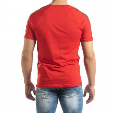 Ανδρική κόκκινη κοντομάνικη μπλούζα με λεπτομέρειες στα μανίκια it150419-79 4