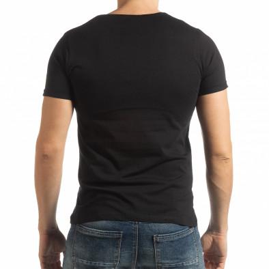 Ανδρική μαύρη κοντομάνικη μπλούζα με πριντ 1982 tsf190219-7 3
