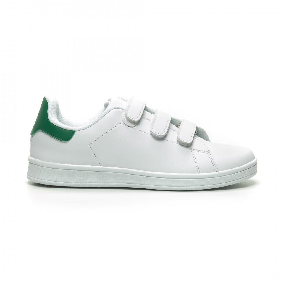 Ανδρικά λευκά sneakers με πράσινη λεπτομέρεια και αυτοκόλλητα it230519-14