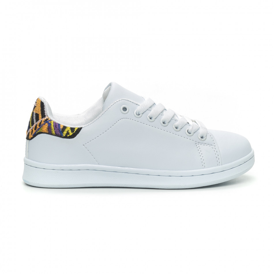 Γυναικεία λευκά sneakers με λεπτομέρεια κέντημα it150319-51