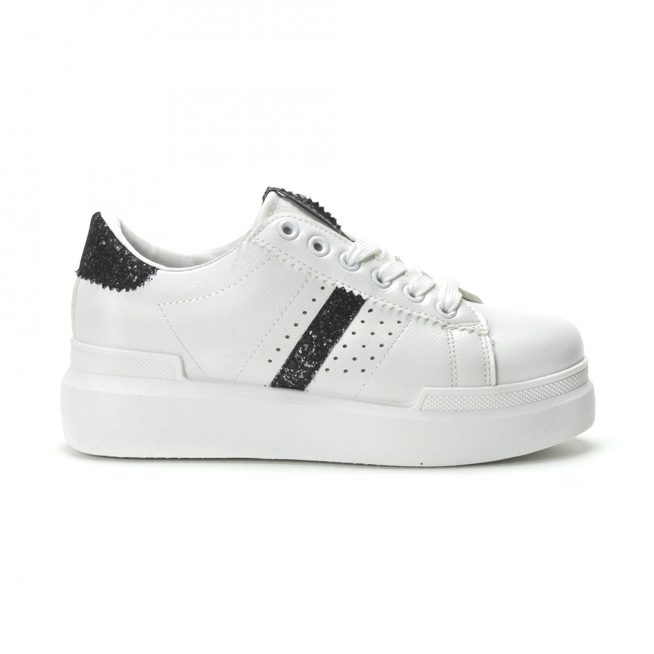 Γυναικεία λευκά sneakers με διακοσμητικές λεπτομέρειες it250119-47