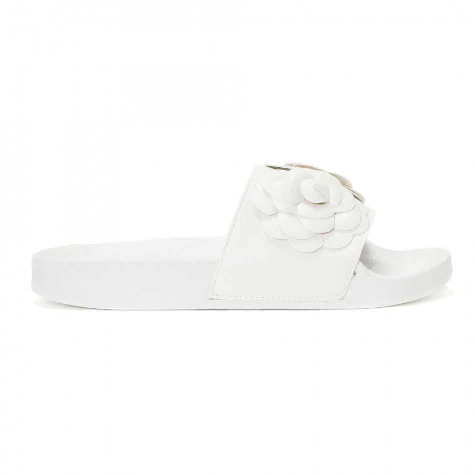 Γυναικείες λευκές παντόφλες με διακοσμητικά λουλούδια it230418-22