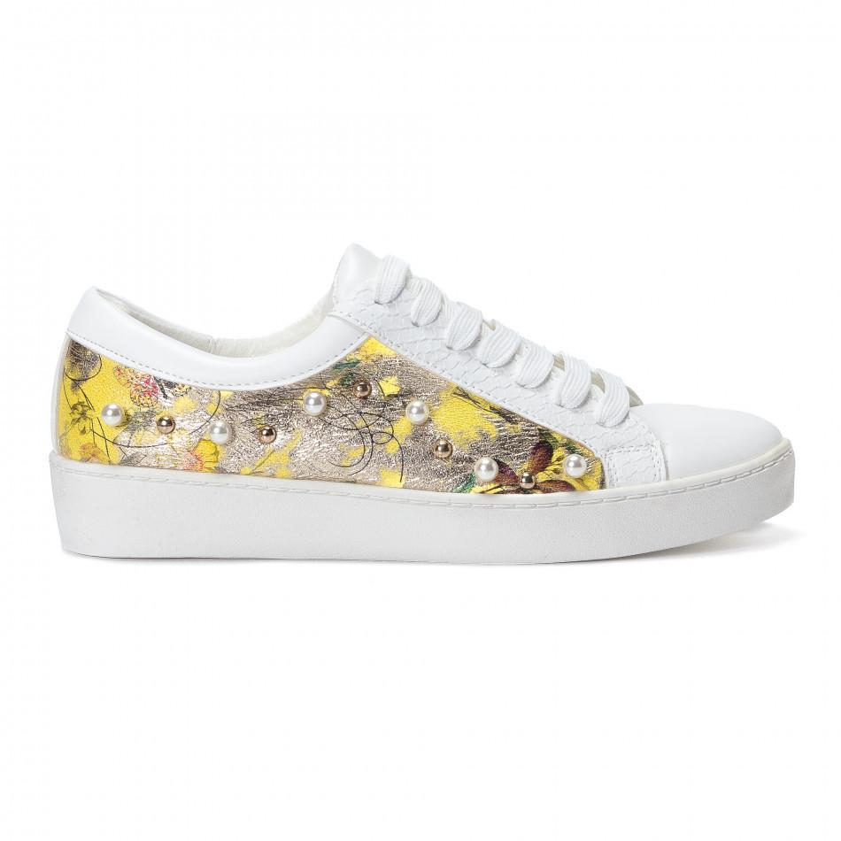 Γυναικεία λευκά sneakers από οικολογικό δέρμα με πέρλες και κίτρινα μοτίβα it240118-54