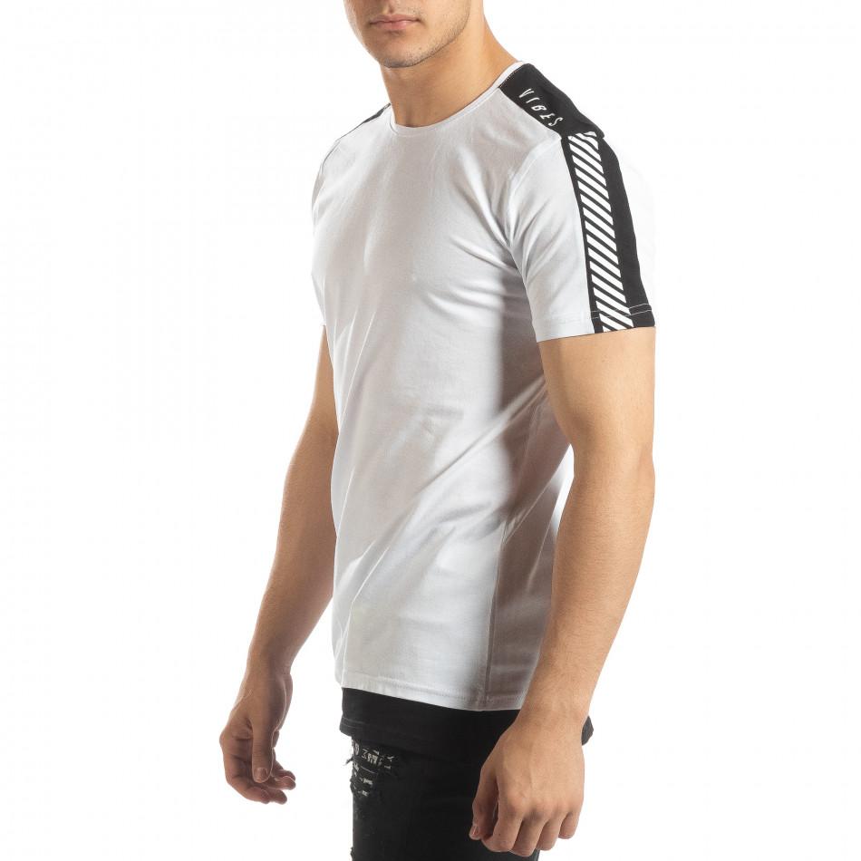 Ανδρική λευκή κοντομάνικη μπλούζα με μαύρες λεπτομέρειες it150419-84