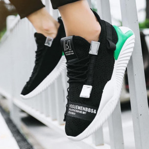 Ανδρικά μαύρα sneakers με πρασινή λεπτομέρεια 2
