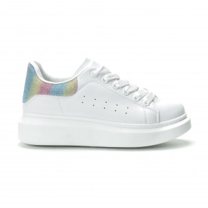Γυναικεία λευκά sneakers με πολύχρωμη λεπτομέρεια