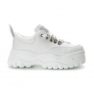Γυναικεία λευκά αθλητικά παπούτσια με λεπτομέρειες χρυσόσκονης