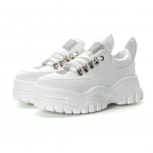 Γυναικεία λευκά αθλητικά παπούτσια με λεπτομέρειες χρυσόσκονης  2