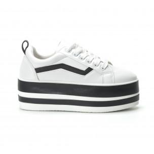 Γυναικεία λευκά sneakers με πλατφόρμα και μαύρες λωρίδες