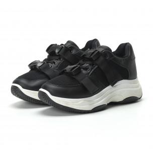 Γυναικεία μαύρα sneakers με μοντέρνο κούμπωμα  2