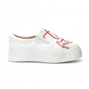 Slip- on γυναικεία λευκά sneakers με κόκκινη επιγραφή