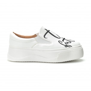 Slip- on γυναικεία λευκά sneakers με μαύρη επιγραφή