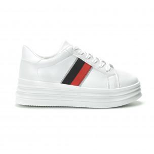Γυναικεία λευκά sneakers με διακοσμητική λεπτομέρεια  2
