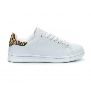 Γυναικεία λευκά sneakers με λεπτομέρεια κέντημα
