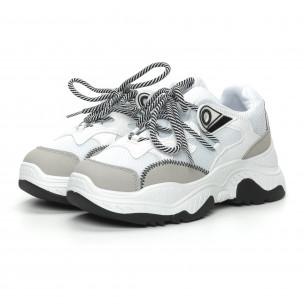 Γυναικεία αθλητικά παπούτσια σε λευκό και γκρι χρώμα 2