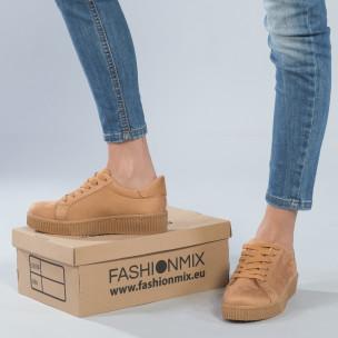 Γυναικεία camel sneakers από οικολογικό σουέτ