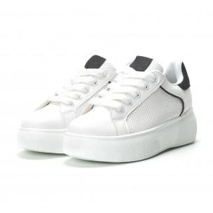 Γυναικεία λευκά sneakers  με λεπτομέρειες από μαύρη χρυσόσκονη 2