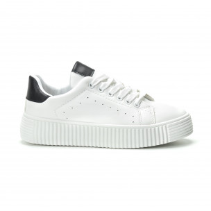 Γυναικεία λευκά sneakers με μαύρη λεπτομέρεια