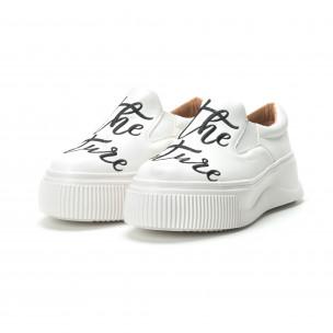 Slip- on γυναικεία λευκά sneakers με μαύρη επιγραφή  2
