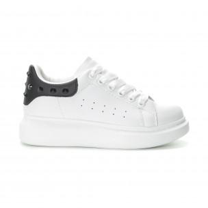 Γυναικεία λευκά sneakers με μαύρη λεπτομέρεια και τρουκς