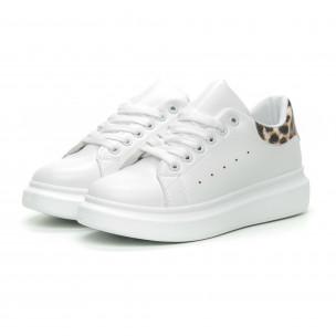 Γυναικεία λευκά sneakers με λεοπάρ λεπτομέρεια 2