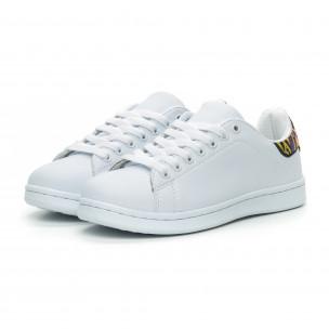 Γυναικεία λευκά sneakers με λεπτομέρεια κέντημα  2
