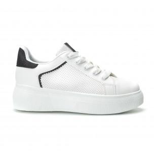 Γυναικεία λευκά sneakers  με λεπτομέρειες από μαύρη χρυσόσκονη