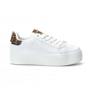 Γυναικεία λευκά sneakers με πλατφόρμα και διακοσμητικό πριντ