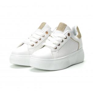 Γυναικεία λευκά sneakers με λεπτομέρειες από χρυσόσκονη  2