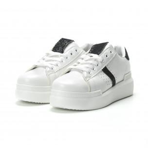 Γυναικεία λευκά sneakers με διακοσμητικές λεπτομέρειες  2