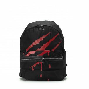 Μαύρη τσάντα πλάτης με κόκκινη στάμπα