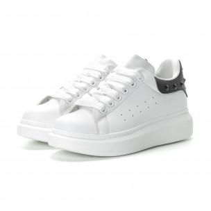 Γυναικεία λευκά sneakers με μαύρη λεπτομέρεια και τρουκς 2
