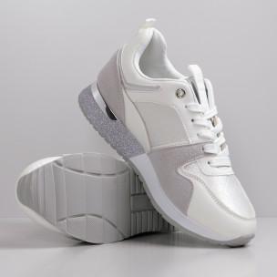 Γυναικεία λευκά sneakers με λεπτομέρεια glitter  2