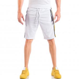 Ανδρικό λευκό σορτς με φερμουάρ στις τσέπες