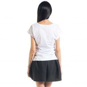 Γυναικεία λευκή κοντομάνικη μπλούζα με πριντ 2
