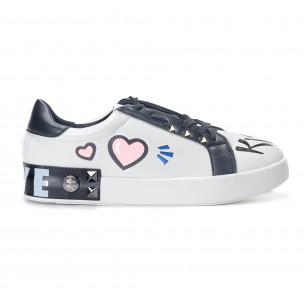 Γυναικεία λευκά sneakers από οικολογικό δέρμα με σχέδια και μαύρες λεπτομέρειες