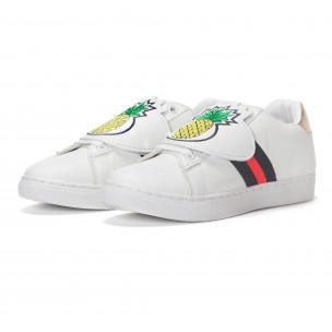 Γυναικεία λευκά sneakers με κινούμενο αυτοκόλλητο ανανά 2