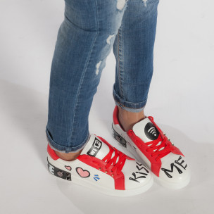 Γυναικεία λευκά sneakers από οικολογικό δέρμα με σχέδια και κόκκινες λεπτομέρειες  2