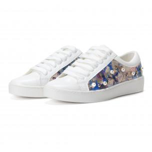 Γυναικεία λευκά sneakers από οικολογικό δέρμα με μοτίβο και πέρλες 2