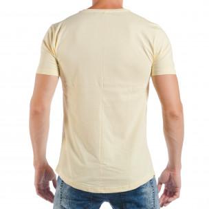 Ανδρική κίτρινη κοντομάνικη μπλούζα με pop-art πριντ 2
