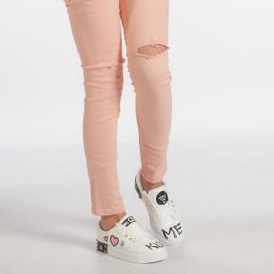 Γυναικεία λευκά sneakers από οικολογικό δέρμα με σχέδια και μεταλλικές λεπτομέρειες